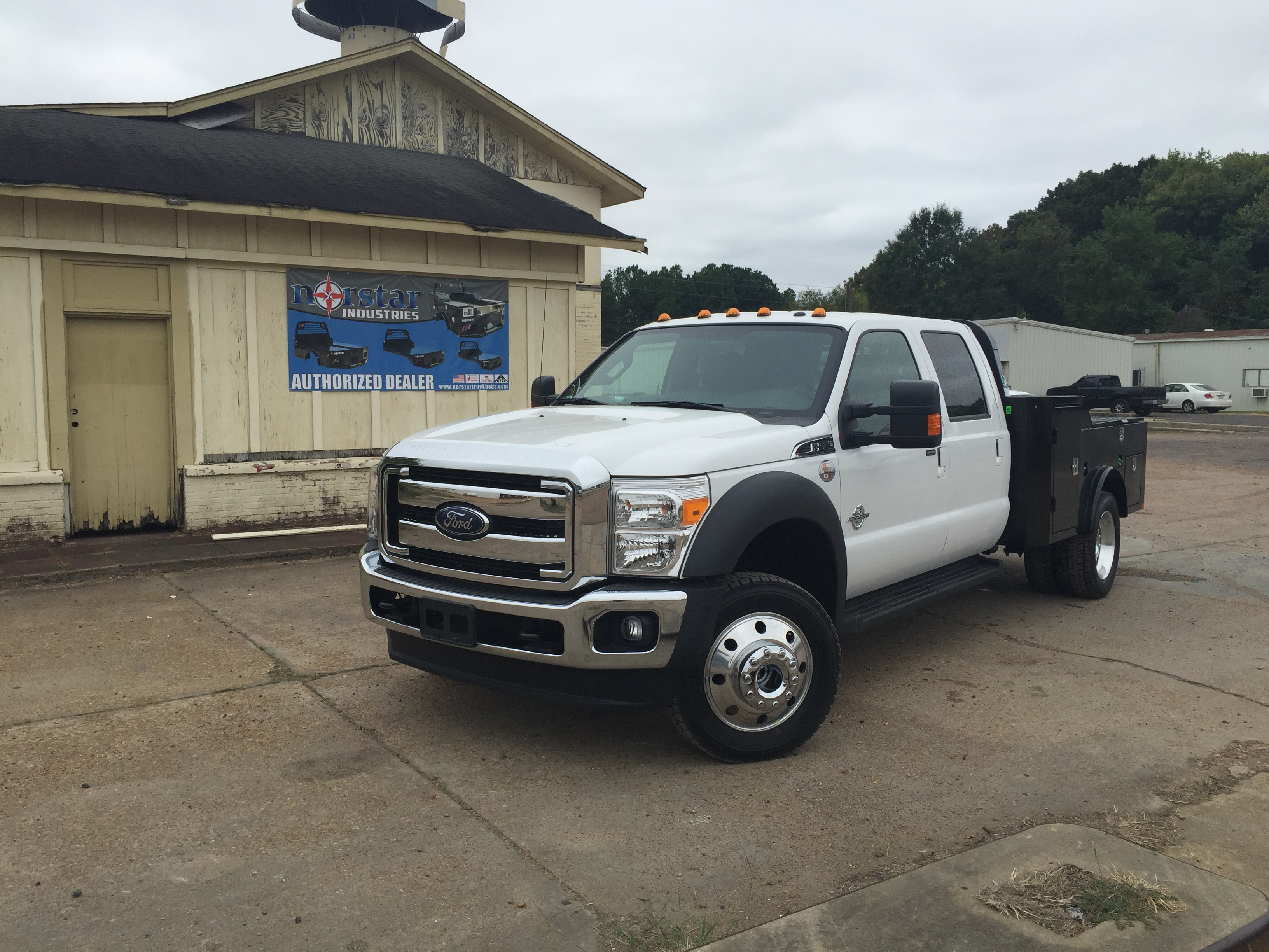 truck tonneau retraxpro bed retractable sale with rack ladder mx views cover beds for sr more tracrac gmc